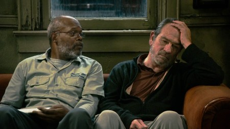 Samuel L. Jackson e Tommy Lee Jones interpretam o texto de Cormac McCarthy