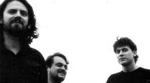 Da esquerda para a direita: Stefano (voz e guitarra), Guilherme (bateria) e Richard (guitarra). A banda também conta com Fernanda Schabarum (baixo).
